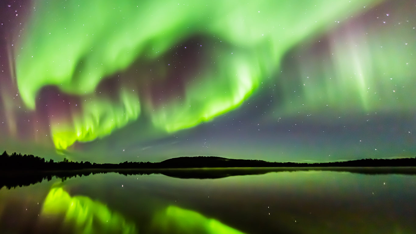 aurora_lapland_in_august_1366x768